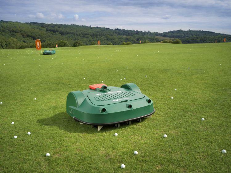 De Ballpicker kan 12.000 ballen per dag rapen.