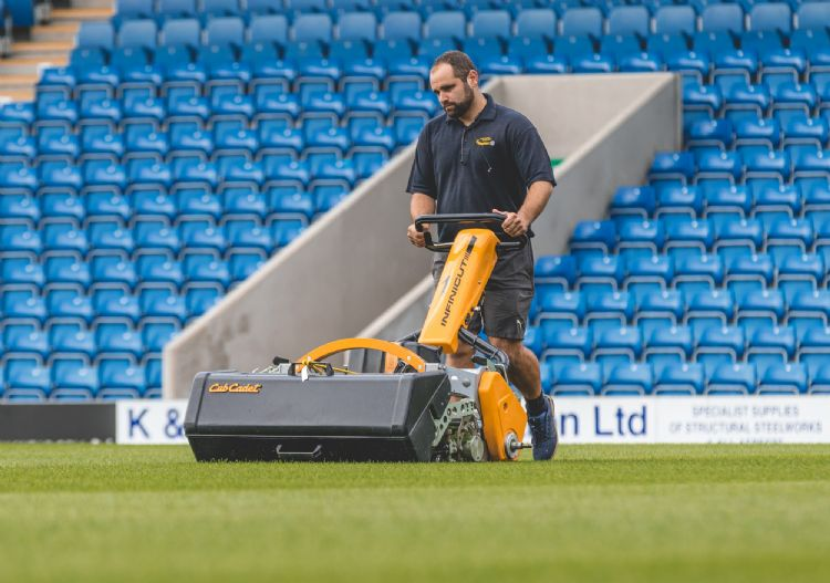 Head Groundsman Liam Reynolds using the INFINICUT® FL. Photo Credit: Tina Jenner Photography
